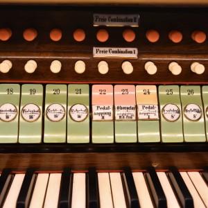 Beckenried St. Heinrich und Andreas Orgelspieltisch (5)